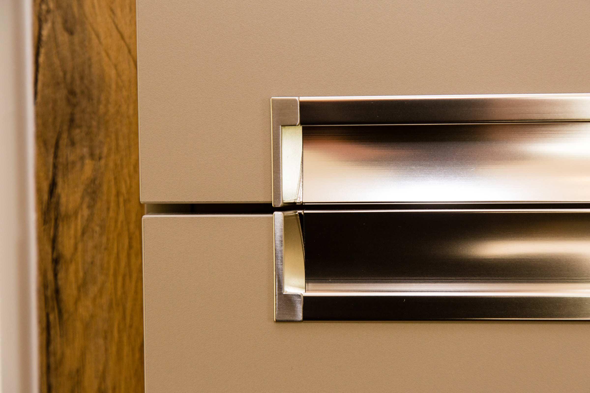 rangement-et-ergonomie-pour-cette-cuisine-intramuros-a-la-baule