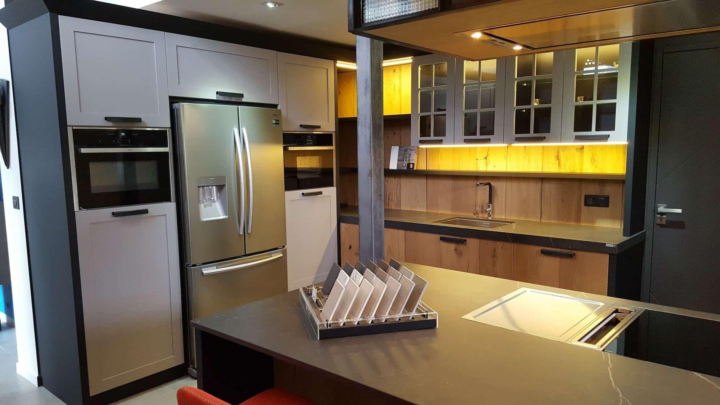 Notre cuisine d'ébéniste à Guérande dans le style Loft/Atelier